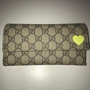Gucci Neon Heart wallet